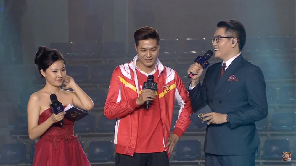 Khoảnh khắc đầy cảm xúc của Đội tuyển Việt Nam (Team Flash) sau chiến thắng ngoạn mục trước Thái Lan WildCard - Ảnh 8.