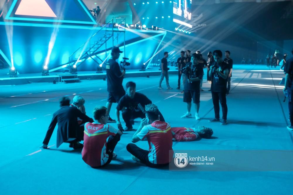 Khoảnh khắc đầy cảm xúc của Đội tuyển Việt Nam (Team Flash) sau chiến thắng ngoạn mục trước Thái Lan WildCard - Ảnh 13.