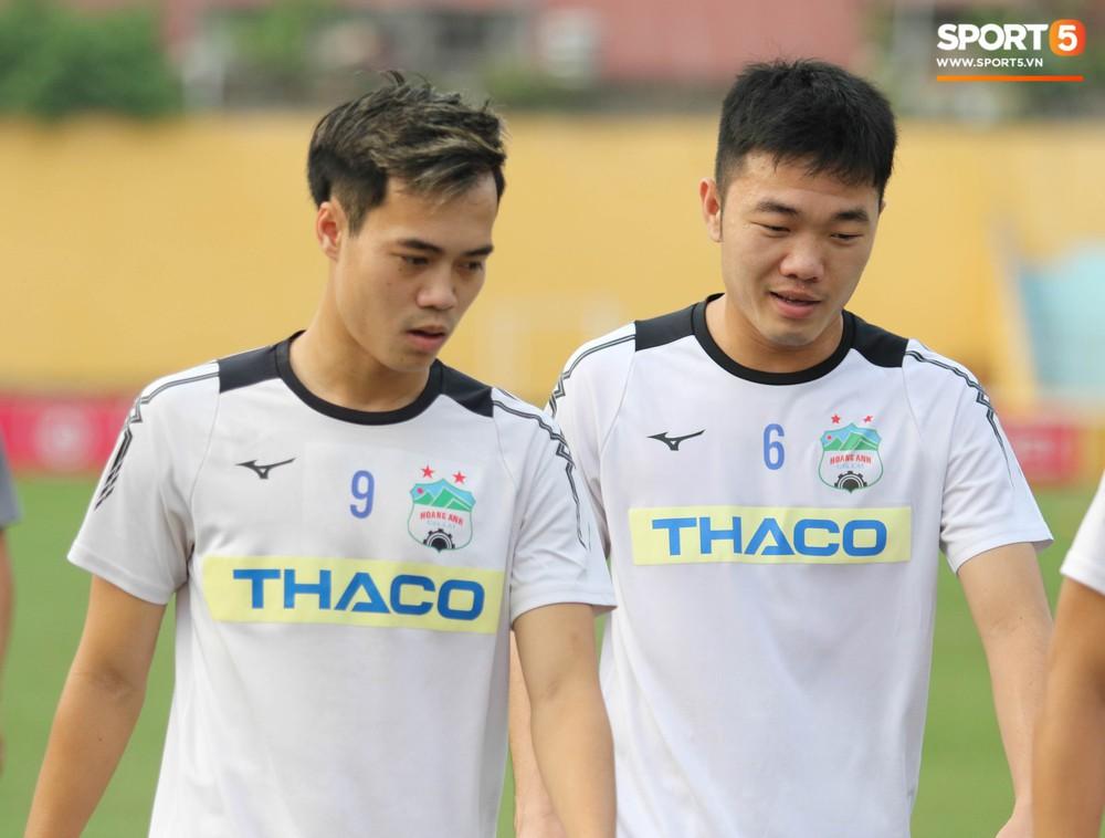 Xuân Trường, Văn Toàn quấn nhau như sam trong buổi tập trước thềm cuộc đọ sức với Hà Nội FC tại V.League - Ảnh 3.