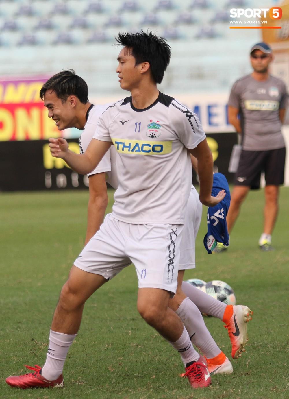 Xuân Trường, Văn Toàn quấn nhau như sam trong buổi tập trước thềm cuộc đọ sức với Hà Nội FC tại V.League - Ảnh 8.