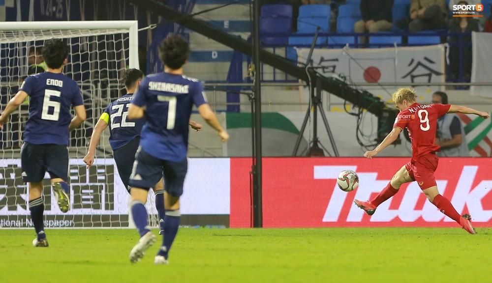 Bộ đôi Xuân Trường - Văn Toàn tái hiện pha bóng tại Asian Cup, giải cứu HAGL vào những giây cuối cùng - Ảnh 3.