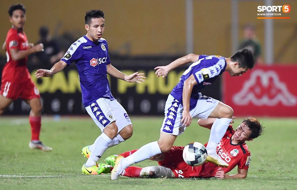 Bộ đôi Xuân Trường - Văn Toàn tái hiện pha bóng tại Asian Cup, giải cứu HAGL vào những giây cuối cùng - Ảnh 4.