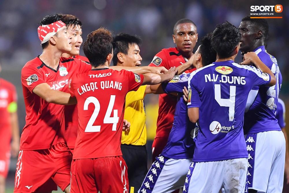Bộ đôi Xuân Trường - Văn Toàn tái hiện pha bóng tại Asian Cup, giải cứu HAGL vào những giây cuối cùng - Ảnh 8.