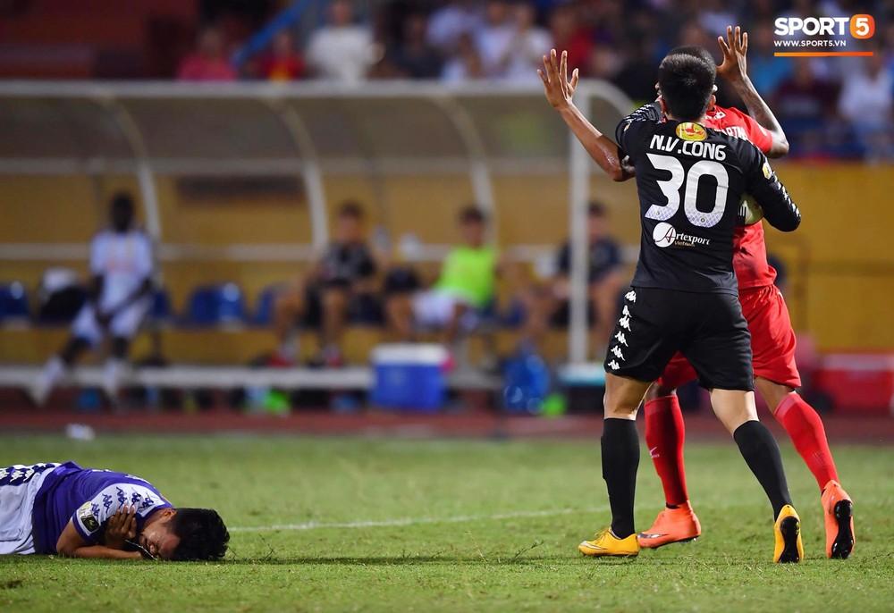 Bộ đôi Xuân Trường - Văn Toàn tái hiện pha bóng tại Asian Cup, giải cứu HAGL vào những giây cuối cùng - Ảnh 7.
