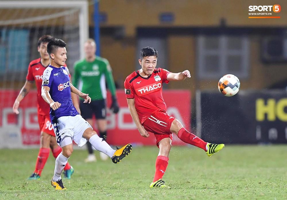 Bộ đôi Xuân Trường - Văn Toàn tái hiện pha bóng tại Asian Cup, giải cứu HAGL vào những giây cuối cùng - Ảnh 1.