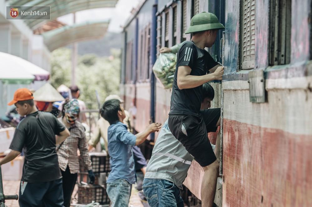 8 giờ trên chuyến tàu kỳ lạ nhất Việt Nam: Rời ga mà không có một hành khách nào - Ảnh 26.