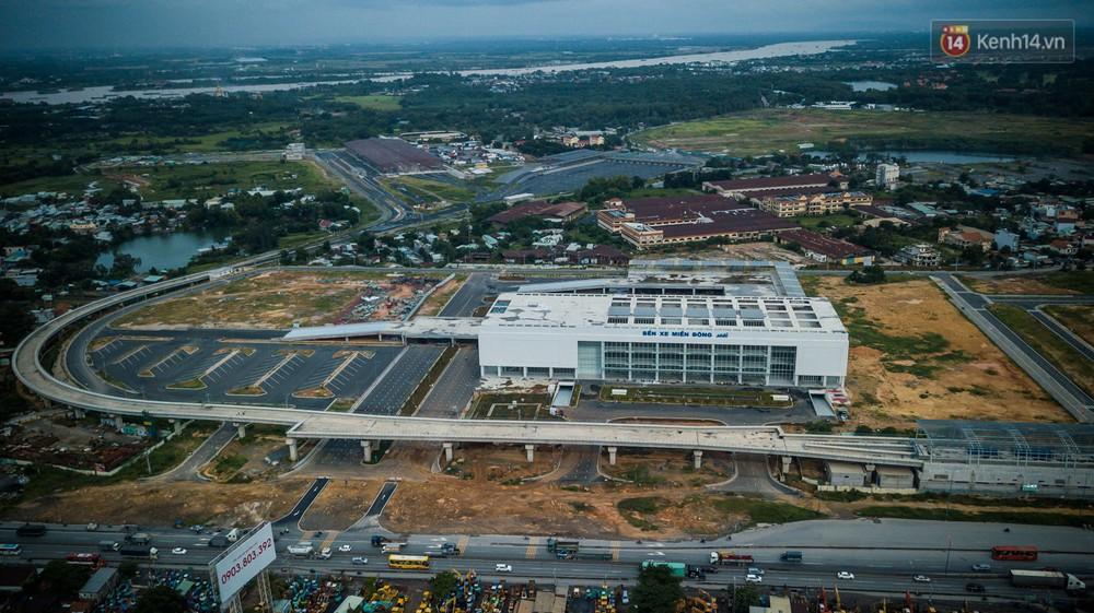 Bên trong khu phức hợp bến xe Miền Đông mới, vốn đầu tư 4.000 tỉ đồng trước ngày đi vào hoạt động - Ảnh 2.