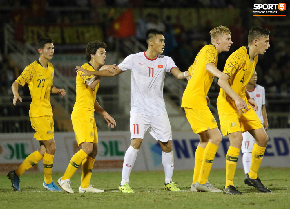 Võ Nguyên Hoàng (U18 Việt Nam): Cú đánh đầu tung lưới Australia và sự sám hối của tuổi trẻ bồng bột - Ảnh 8.