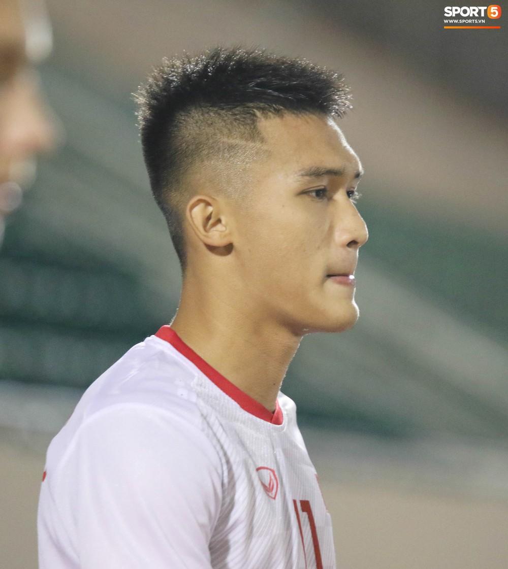 Võ Nguyên Hoàng (U18 Việt Nam): Cú đánh đầu tung lưới Australia và sự sám hối của tuổi trẻ bồng bột - Ảnh 1.