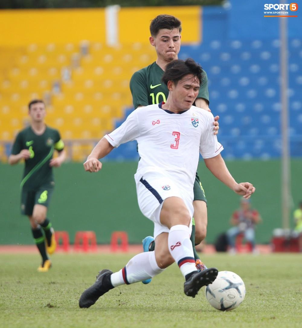 Thi đấu với sơ đồ 3 hậu vệ giống thầy Park, U18 Thái Lan vẫn nhận cái kết đắng trước Australia tại giải U18 Đông Nam Á - Ảnh 1.