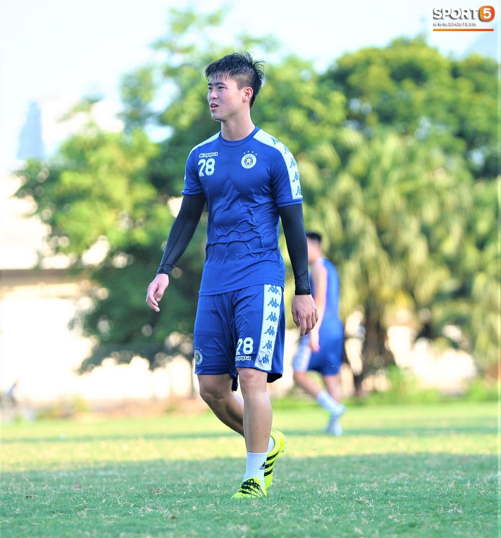 Vượt qua nỗi buồn, Quang Hải trở lại hội quân cùng Hà Nội FC - Ảnh 6.