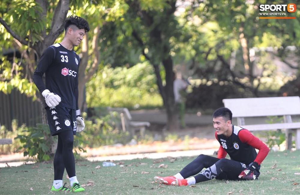 Vượt qua nỗi buồn, Quang Hải trở lại hội quân cùng Hà Nội FC - Ảnh 10.