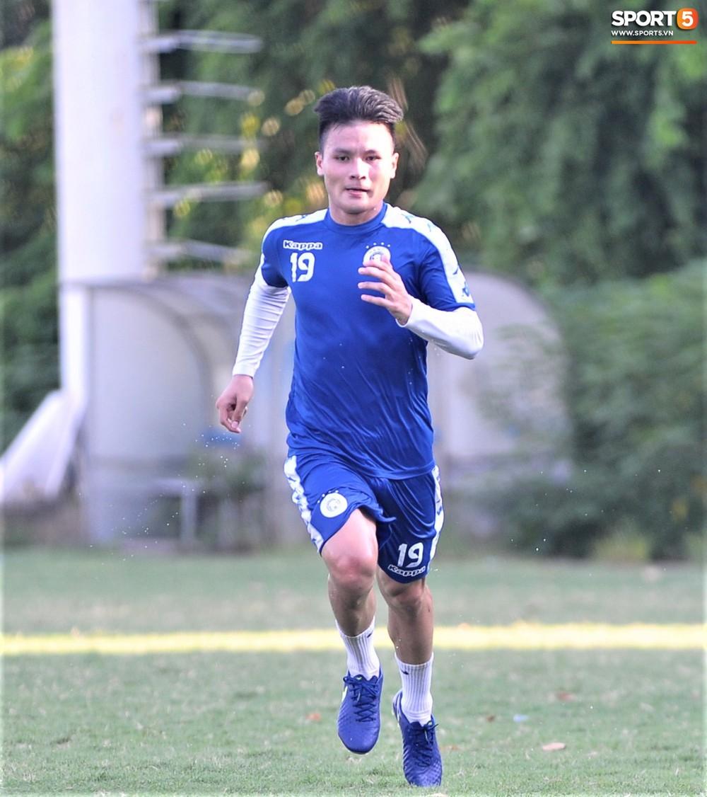 Vượt qua nỗi buồn, Quang Hải trở lại hội quân cùng Hà Nội FC - Ảnh 2.