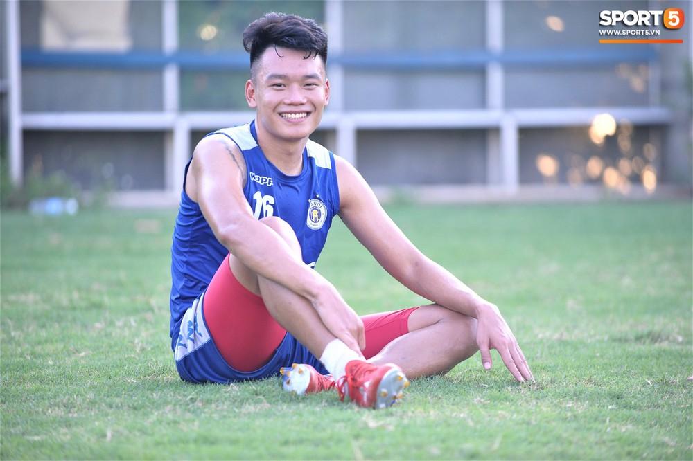 Vượt qua nỗi buồn, Quang Hải trở lại hội quân cùng Hà Nội FC - Ảnh 11.