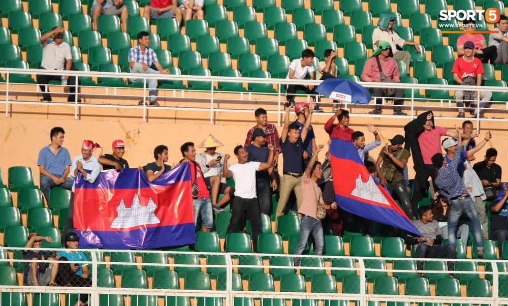 Ấm lòng phút giây xum vầy cùng gia đình của các cầu thủ U18 Việt Nam sau thất bại tại giải U18 Đông Nam Á 2019 - Ảnh 9.