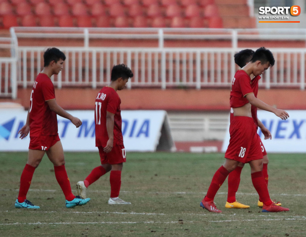 Ấm lòng phút giây xum vầy cùng gia đình của các cầu thủ U18 Việt Nam sau thất bại tại giải U18 Đông Nam Á 2019 - Ảnh 2.