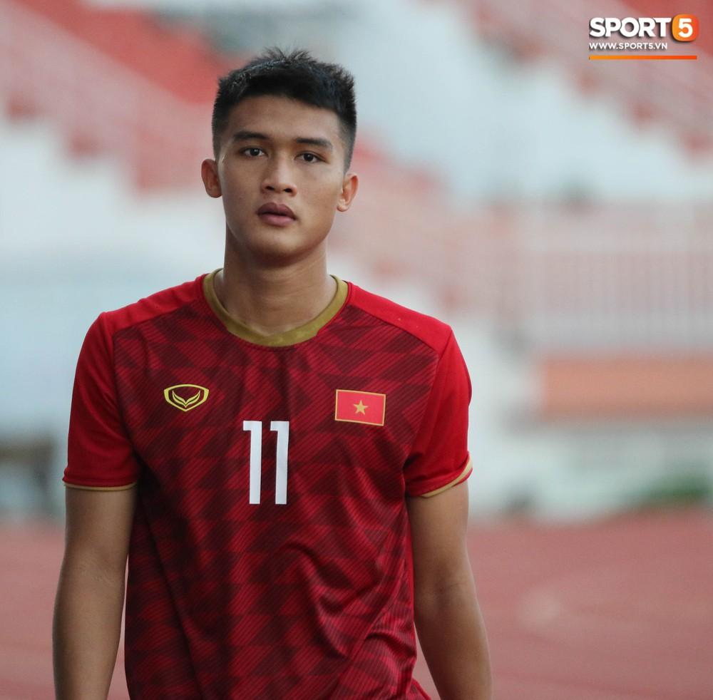 Ấm lòng phút giây xum vầy cùng gia đình của các cầu thủ U18 Việt Nam sau thất bại tại giải U18 Đông Nam Á 2019 - Ảnh 5.
