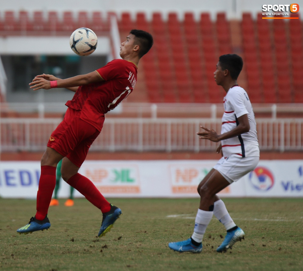 Ấm lòng phút giây xum vầy cùng gia đình của các cầu thủ U18 Việt Nam sau thất bại tại giải U18 Đông Nam Á 2019 - Ảnh 1.