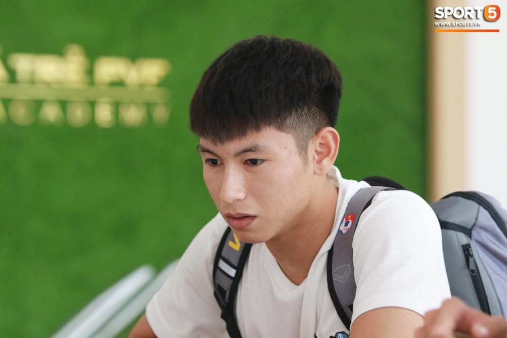 Hà Đức Chinh trầm tư trong ngày lên tập trung cùng U22 Việt Nam chuẩn bị cho SEA Games - Ảnh 6.
