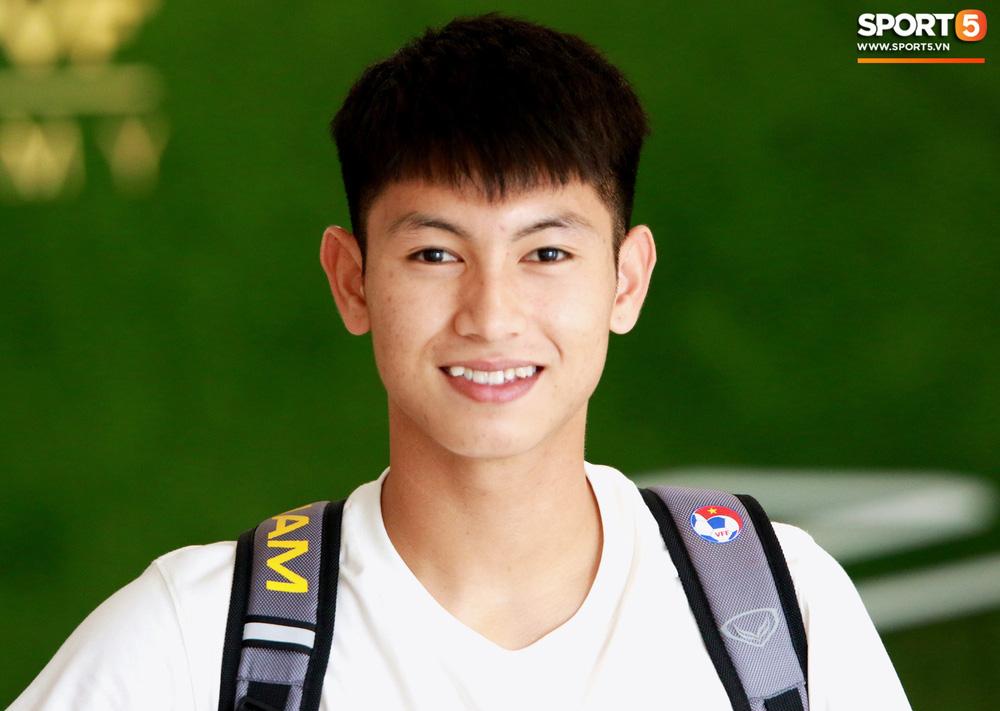 Hà Đức Chinh trầm tư trong ngày lên tập trung cùng U22 Việt Nam chuẩn bị cho SEA Games - Ảnh 7.