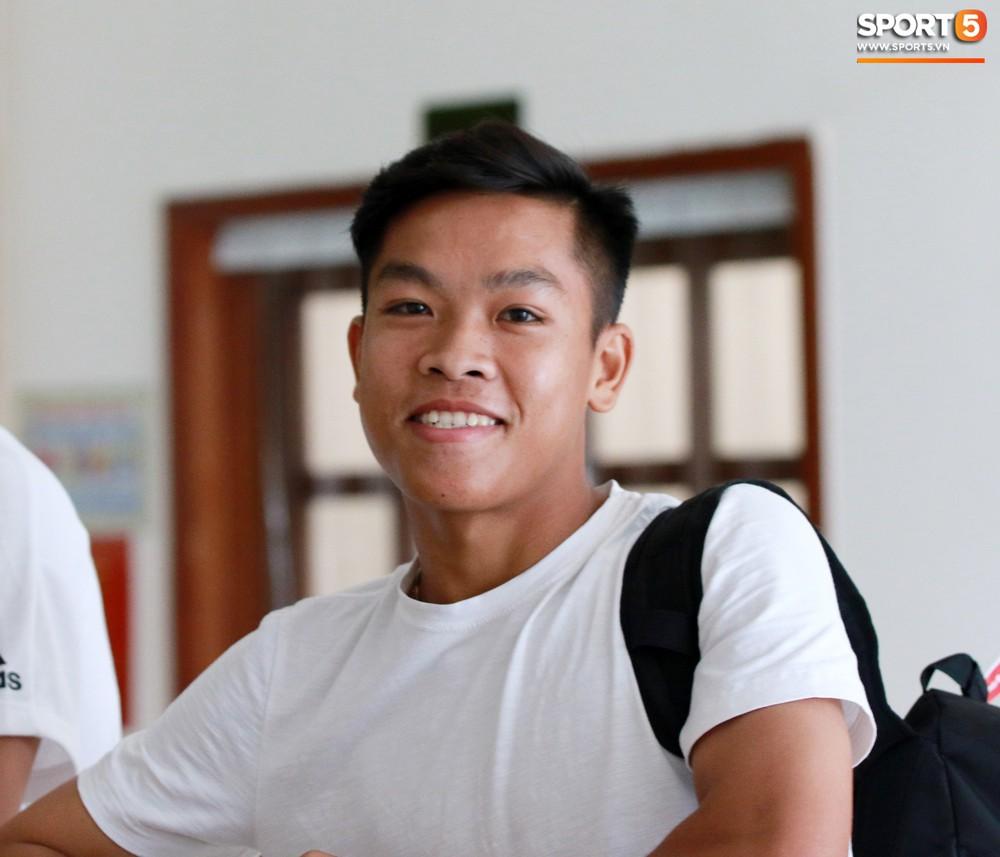 Hà Đức Chinh trầm tư trong ngày lên tập trung cùng U22 Việt Nam chuẩn bị cho SEA Games - Ảnh 12.