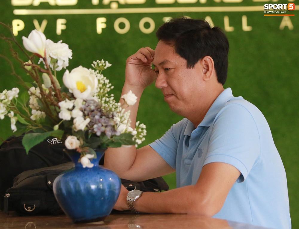 Hà Đức Chinh trầm tư trong ngày lên tập trung cùng U22 Việt Nam chuẩn bị cho SEA Games - Ảnh 9.