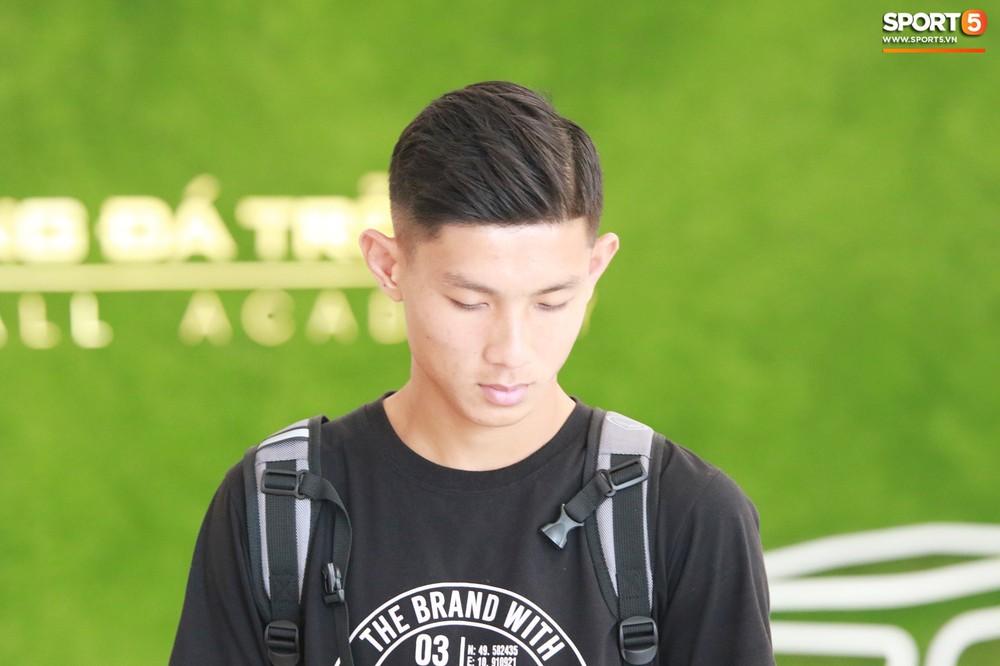 Hà Đức Chinh trầm tư trong ngày lên tập trung cùng U22 Việt Nam chuẩn bị cho SEA Games - Ảnh 13.