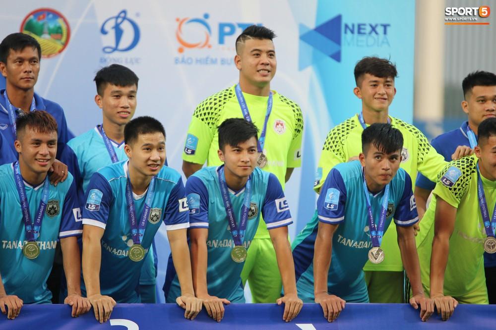 Martin Lo trầm tư trong ngày vui của tân binh Phố Hiến FC tại giải Hạng Nhất QG 2019 - Ảnh 6.