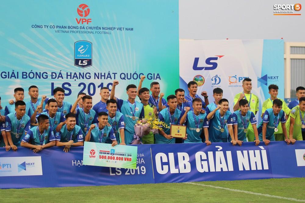 Martin Lo trầm tư trong ngày vui của tân binh Phố Hiến FC tại giải Hạng Nhất QG 2019 - Ảnh 1.