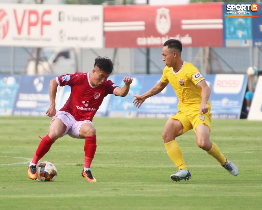 Martin Lo trầm tư trong ngày vui của tân binh Phố Hiến FC tại giải Hạng Nhất QG 2019 - Ảnh 14.
