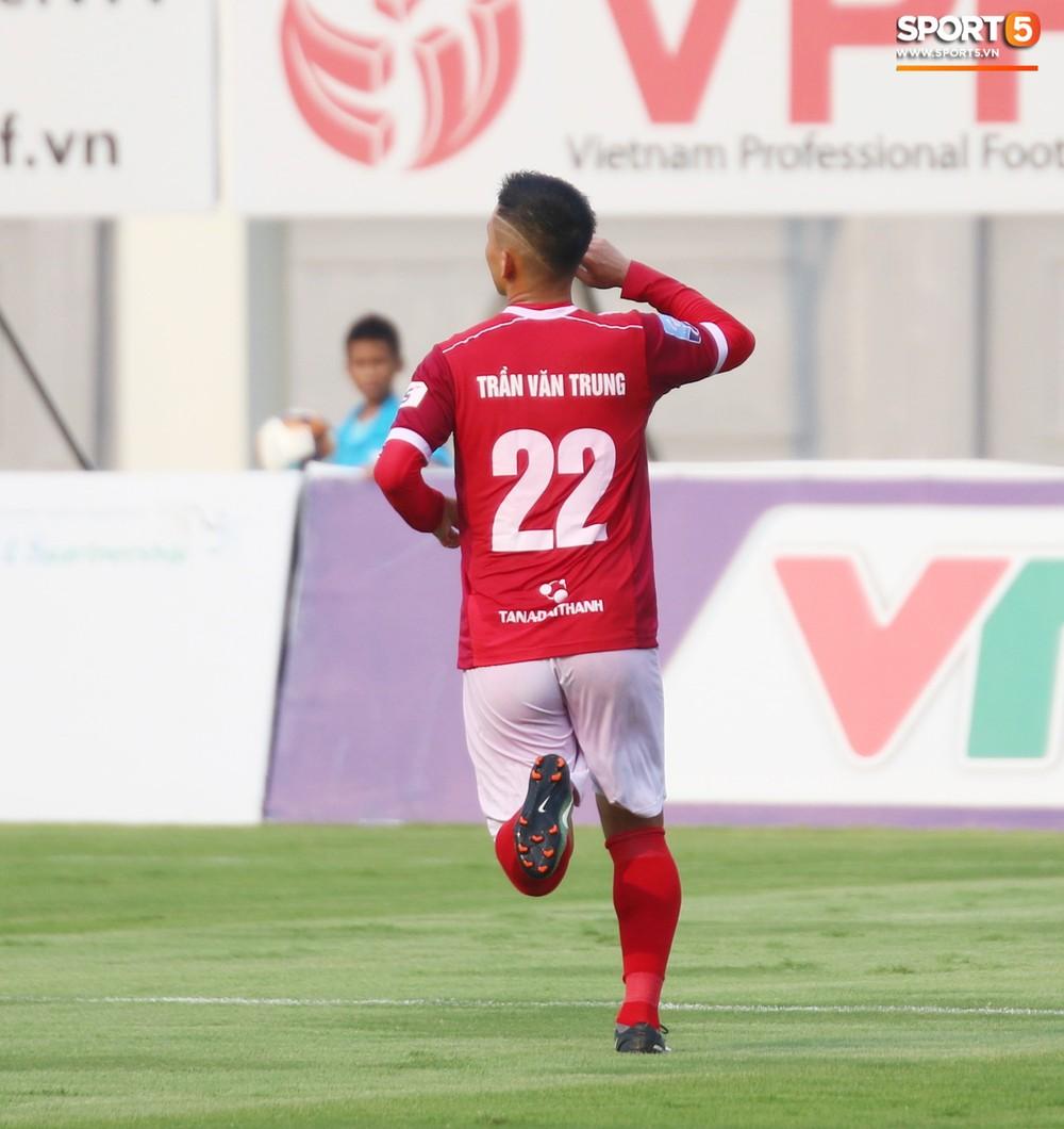 Martin Lo trầm tư trong ngày vui của tân binh Phố Hiến FC tại giải Hạng Nhất QG 2019 - Ảnh 13.