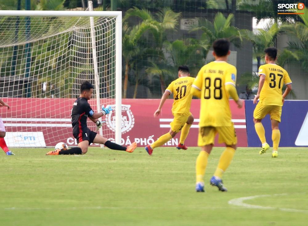 Martin Lo trầm tư trong ngày vui của tân binh Phố Hiến FC tại giải Hạng Nhất QG 2019 - Ảnh 12.