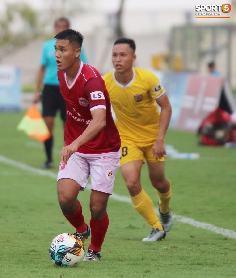 Martin Lo trầm tư trong ngày vui của tân binh Phố Hiến FC tại giải Hạng Nhất QG 2019 - Ảnh 10.