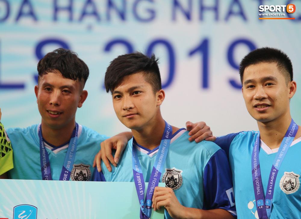 Martin Lo trầm tư trong ngày vui của tân binh Phố Hiến FC tại giải Hạng Nhất QG 2019 - Ảnh 4.