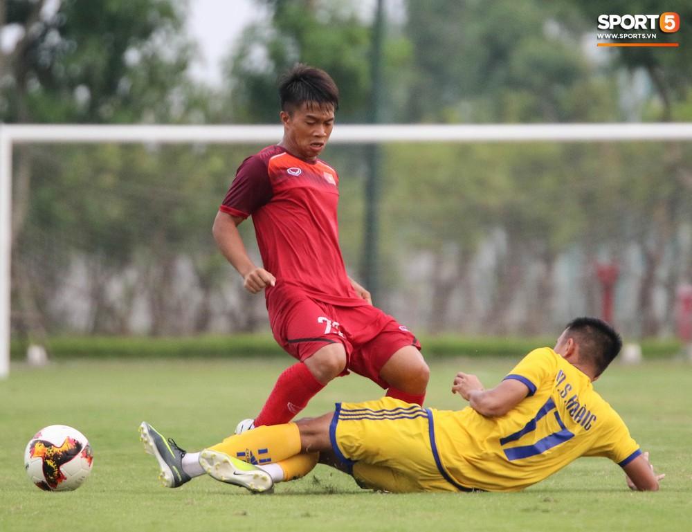 U19 Việt Nam thay đổi tích cực trong lần thử lửa đầu tiên dưới thời HLV trưởng Philippe Troussier - Ảnh 4.
