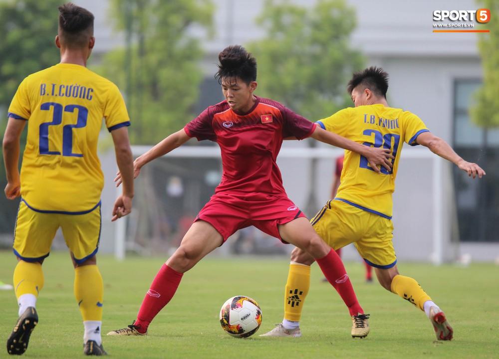 U19 Việt Nam thay đổi tích cực trong lần thử lửa đầu tiên dưới thời HLV trưởng Philippe Troussier - Ảnh 1.