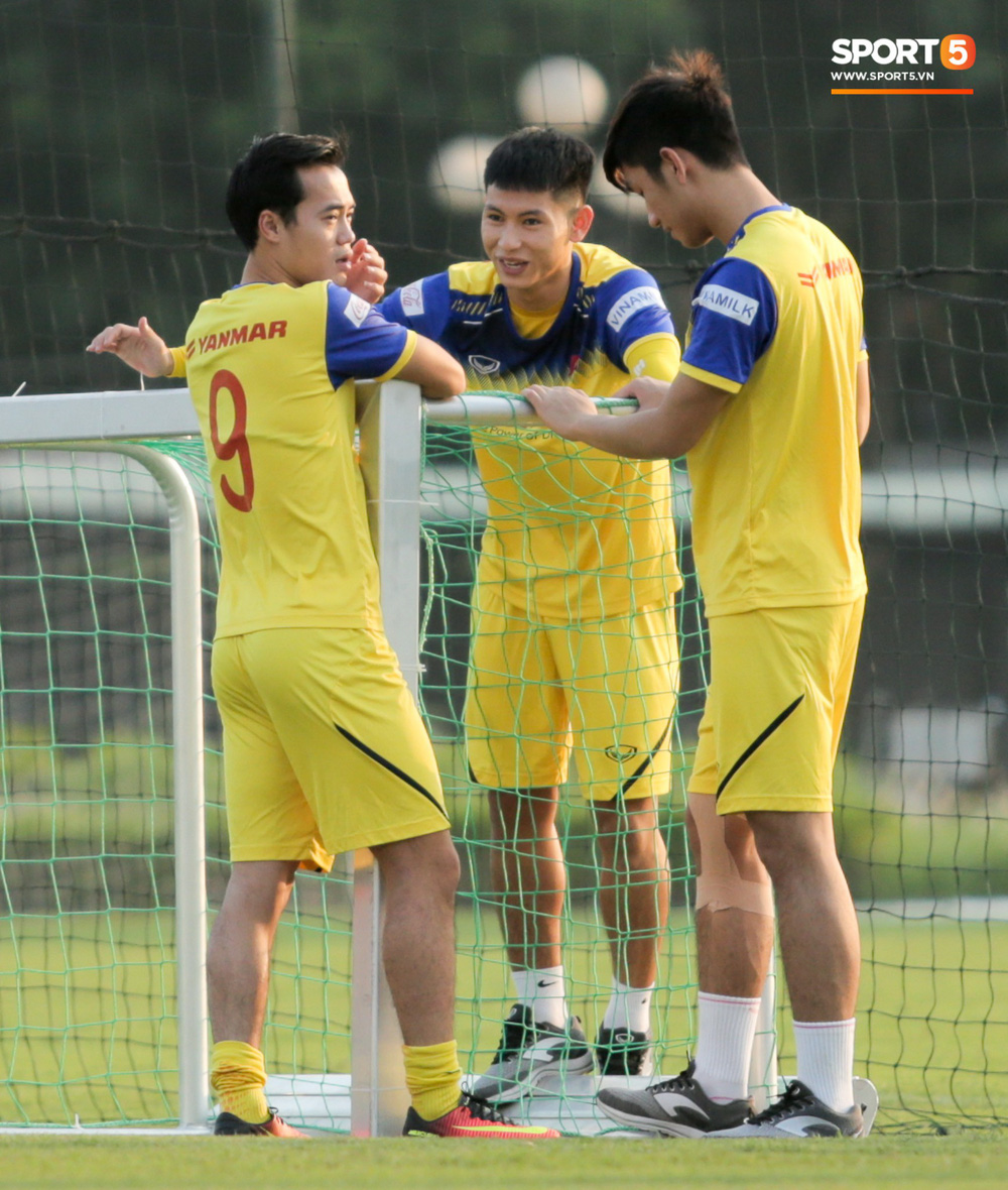 Đức Chinh và Văn Thanh gây chú ý với kiểu tóc song sinh khiến đồng đội ở tuyển Việt Nam thích thú - Ảnh 6.