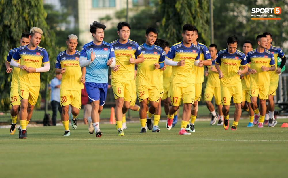 Đức Chinh và Văn Thanh gây chú ý với kiểu tóc song sinh khiến đồng đội ở tuyển Việt Nam thích thú - Ảnh 8.