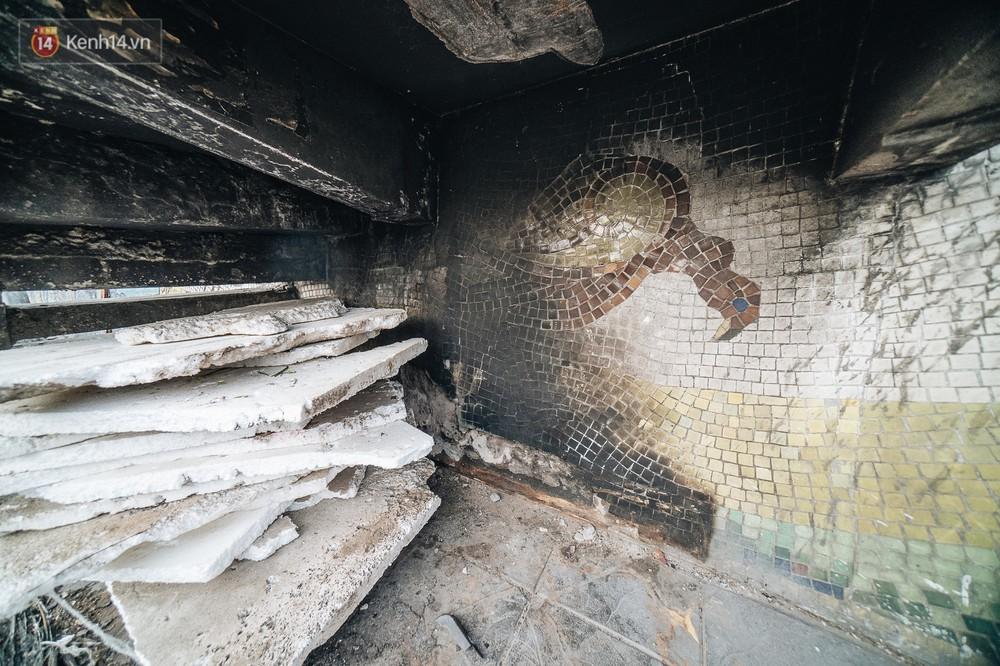 Hình ảnh buồn về con đường gốm sứ Hà Nội sau gần 10 năm nhận kỷ lục Guinness: Tiếp tục rạn nứt, ám khói do dân đốt lửa ven đê - Ảnh 5.