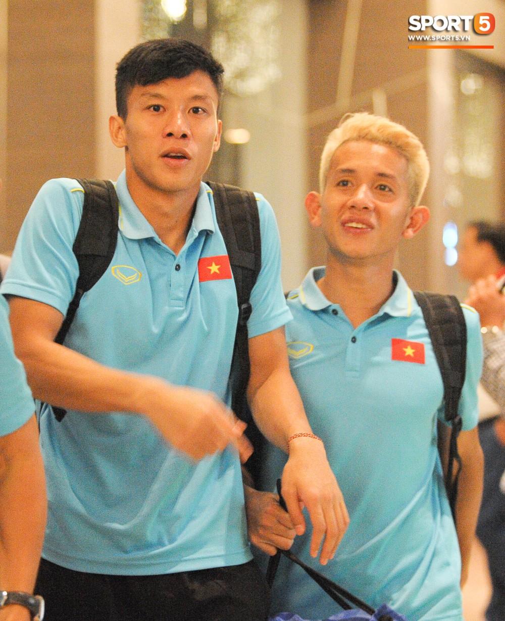 Hải Quế, Duy Pinky check-in nhí nhảnh tại khách sạn sau trận đấu cân não với Thái Lan - Ảnh 3.