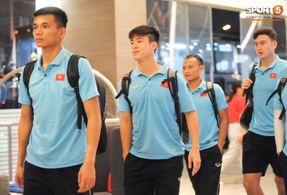 Hải Quế, Duy Pinky check-in nhí nhảnh tại khách sạn sau trận đấu cân não với Thái Lan - Ảnh 4.