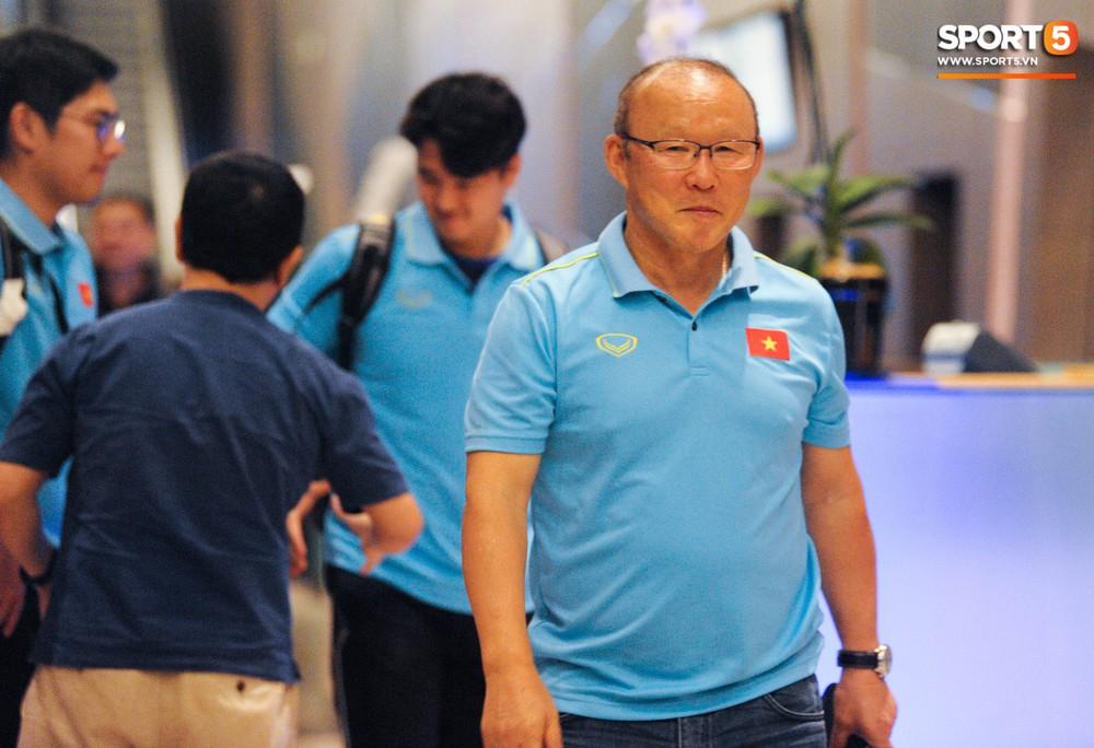 Hải Quế, Duy Pinky check-in nhí nhảnh tại khách sạn sau trận đấu cân não với Thái Lan - Ảnh 1.