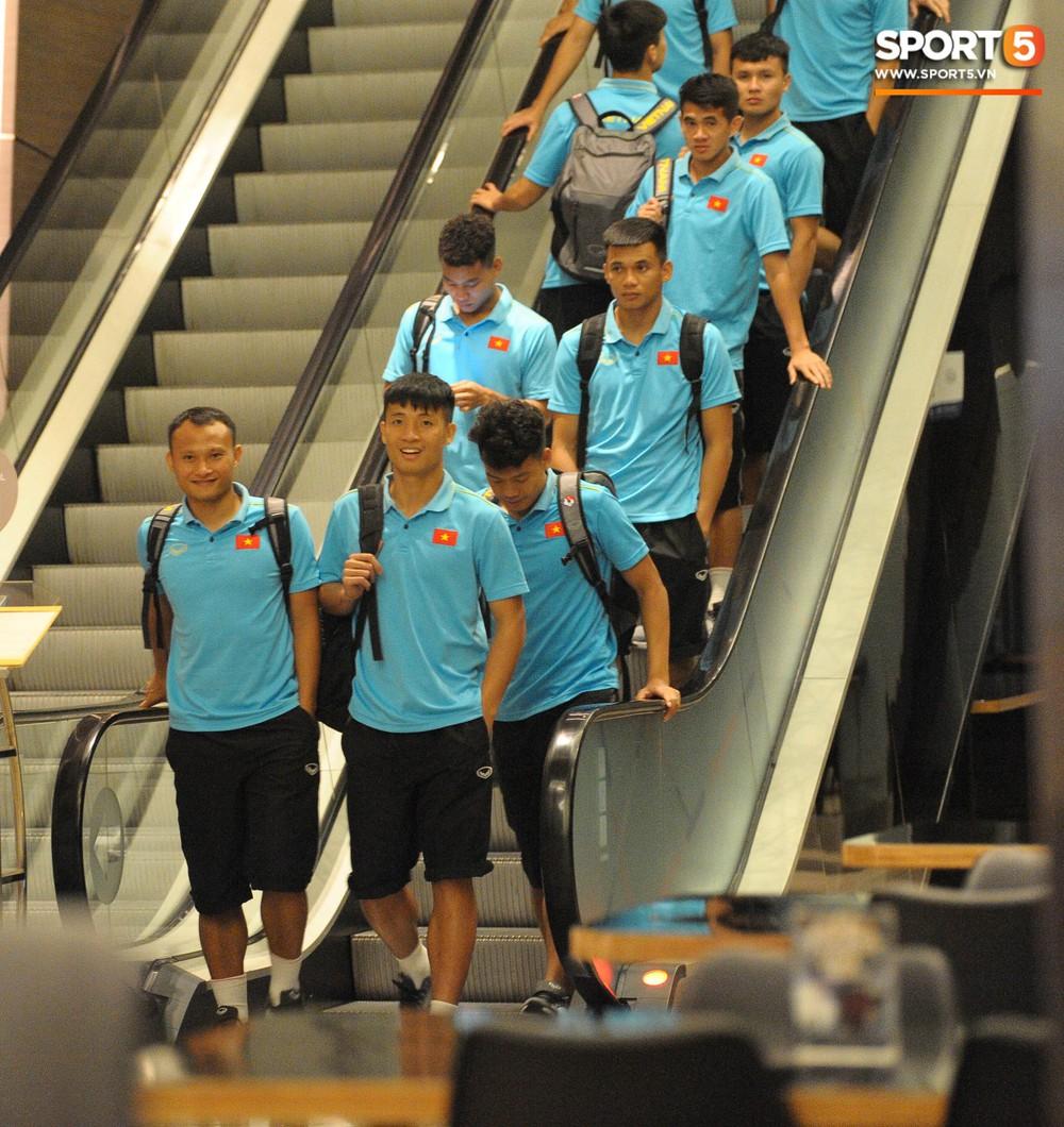 Hải Quế, Duy Pinky check-in nhí nhảnh tại khách sạn sau trận đấu cân não với Thái Lan - Ảnh 8.