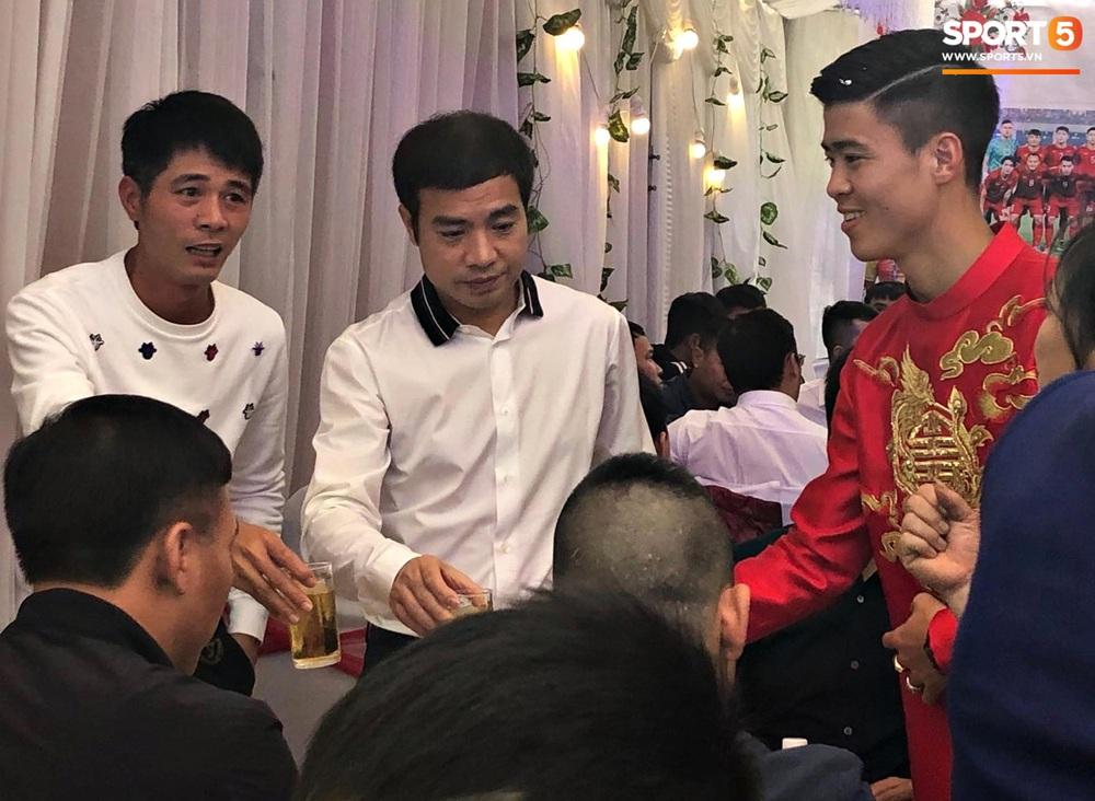 Đám hỏi Duy Mạnh - Quỳnh Anh: Cô dâu chú rể cảm ơn quan khách, kết thúc buổi lễ vất vả nhưng đầy hạnh phúc - Ảnh 3.