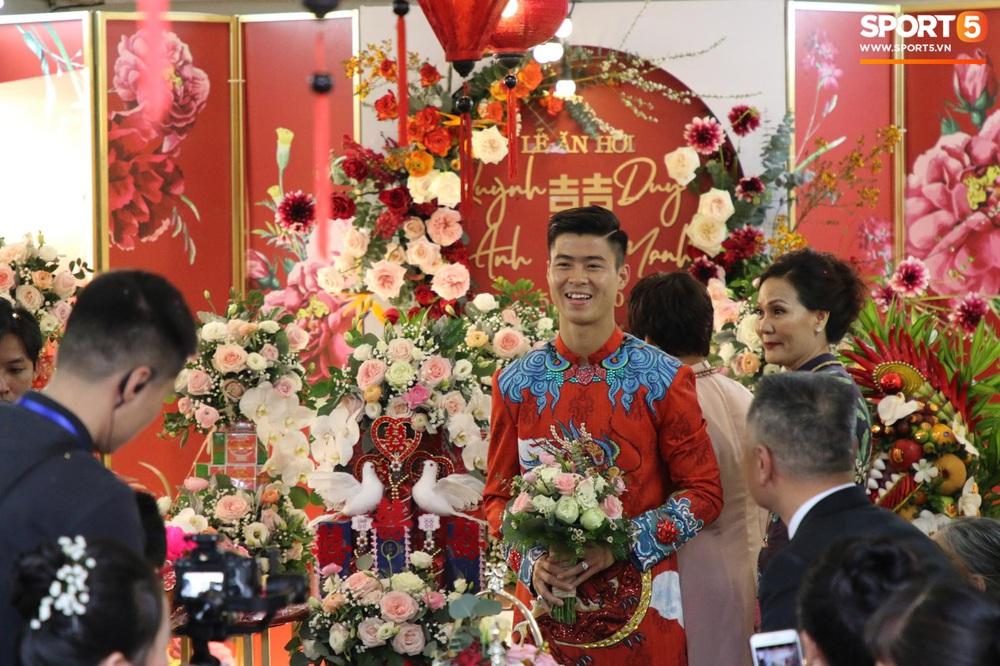 Đám hỏi Duy Mạnh - Quỳnh Anh: Cô dâu chú rể cảm ơn quan khách, kết thúc buổi lễ vất vả nhưng đầy hạnh phúc - Ảnh 23.