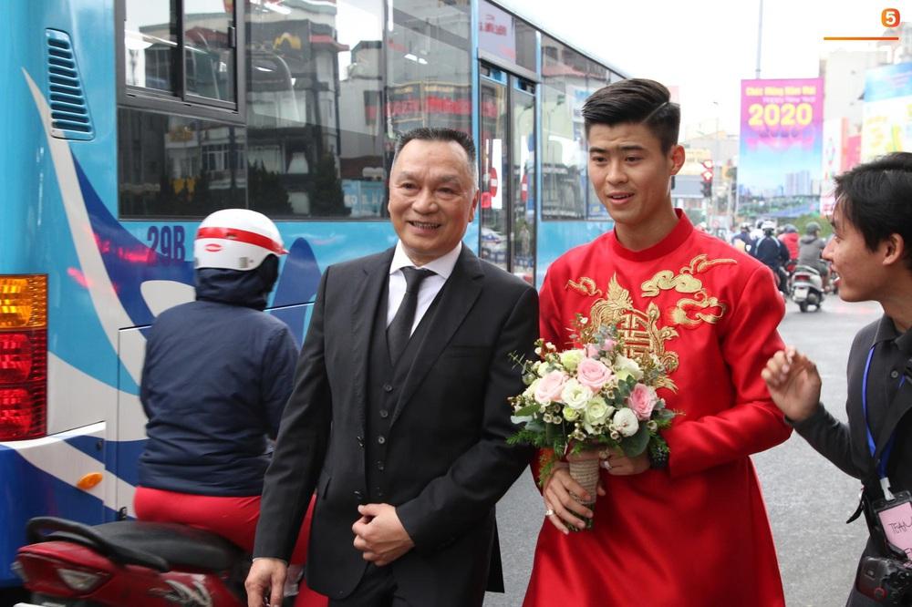 Đám hỏi Duy Mạnh - Quỳnh Anh: Cô dâu chú rể cảm ơn quan khách, kết thúc buổi lễ vất vả nhưng đầy hạnh phúc - Ảnh 19.