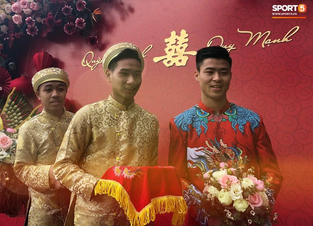 Đám hỏi Duy Mạnh - Quỳnh Anh: Cô dâu chú rể cảm ơn quan khách, kết thúc buổi lễ vất vả nhưng đầy hạnh phúc - Ảnh 27.