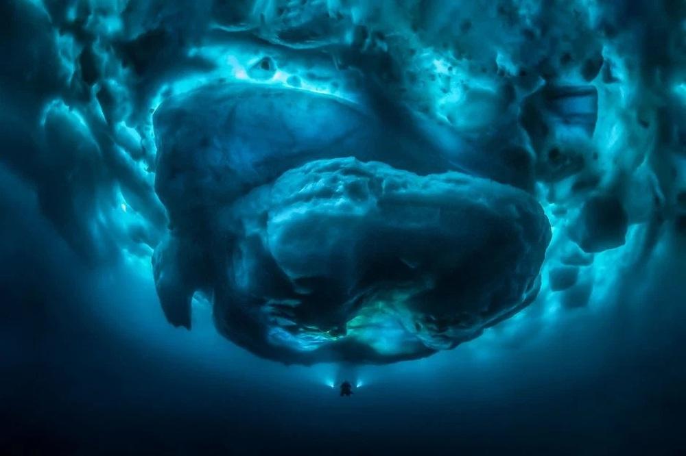 Những bức ảnh hiện tượng cực quang ở đảo Greenland đầy choáng ngợp khiến người xem cảm giác như đang lạc ra ngoài không gian - Ảnh 1.