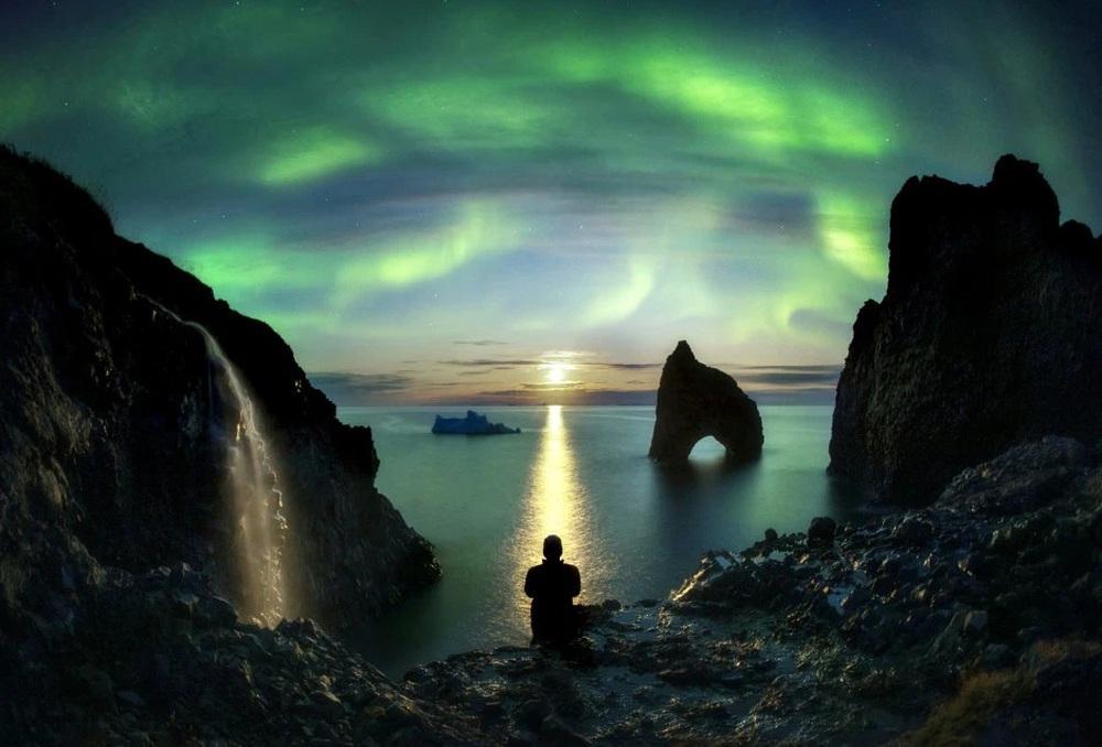 Những bức ảnh hiện tượng cực quang ở đảo Greenland đầy choáng ngợp khiến người xem cảm giác như đang lạc ra ngoài không gian - Ảnh 5.