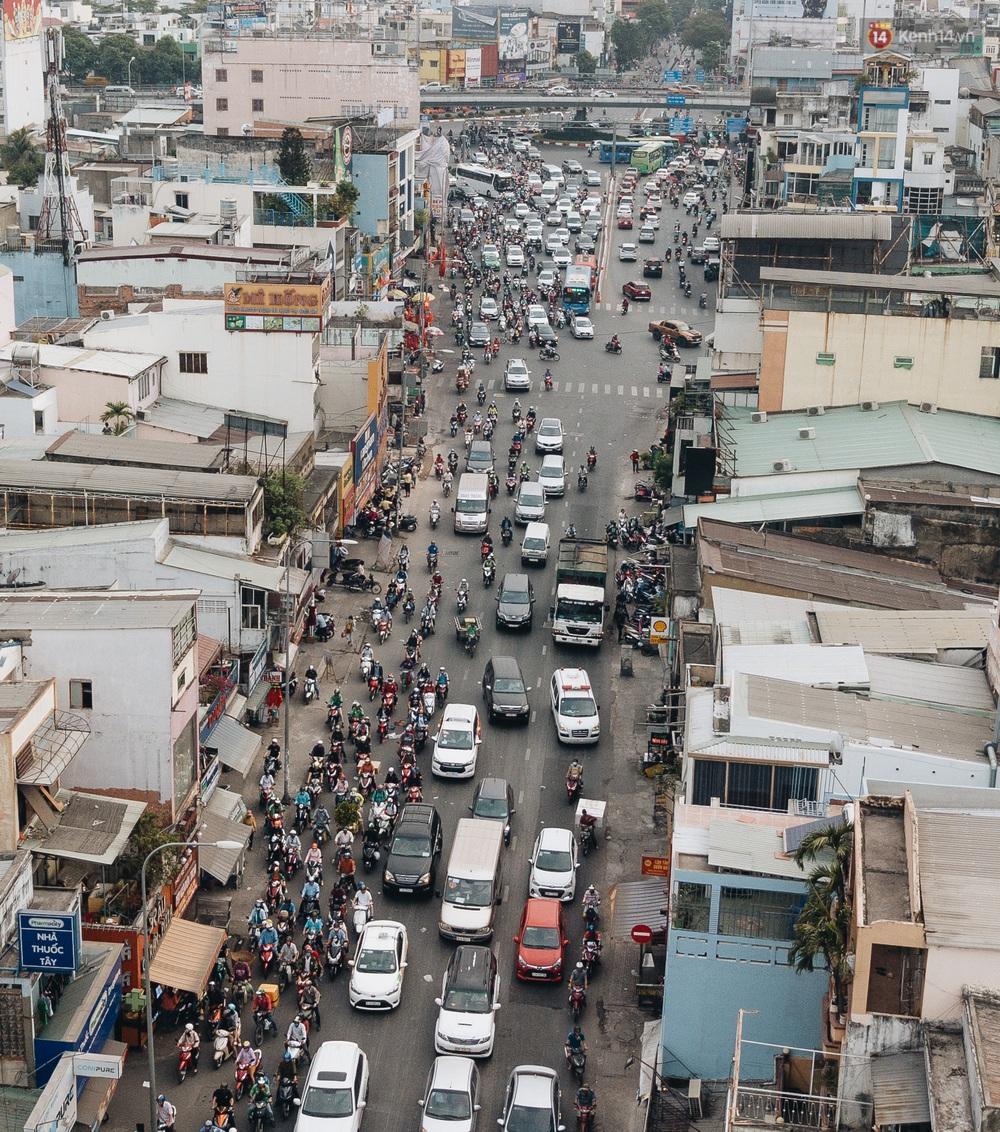 Chùm ảnh Flycam người dân ùn ùn đổ về quê ăn Tết, các ngả đường về bến xe lớn nhất Sài Gòn ùn tắc kinh hoàng - Ảnh 3.
